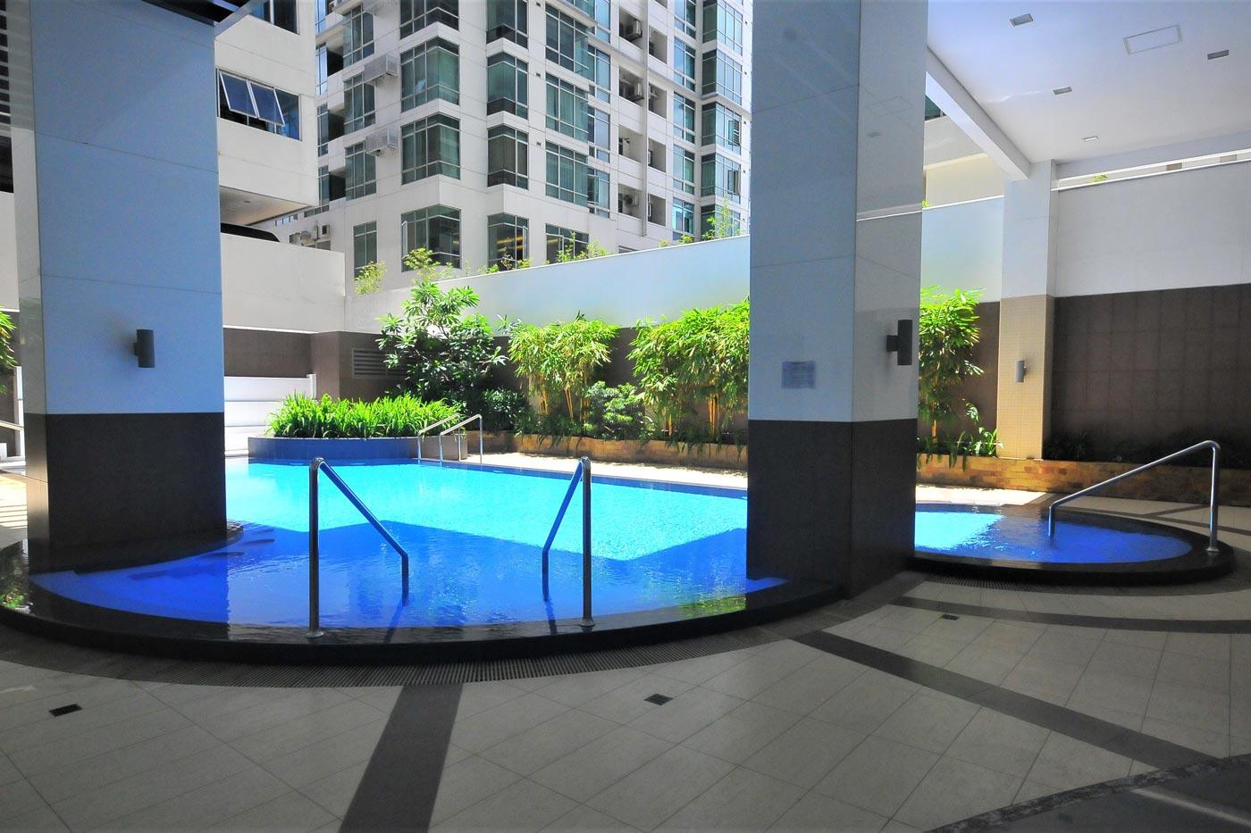Blue Sapphire Residences apartment - pool