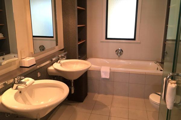 Auckland Viaduct Harbour 2 bedroom apartment - bathroom