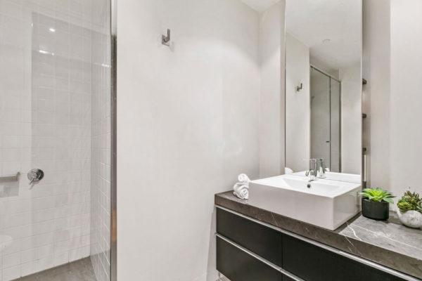 fln-60-bathroom-1