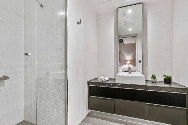 fln-60-bathroom-2