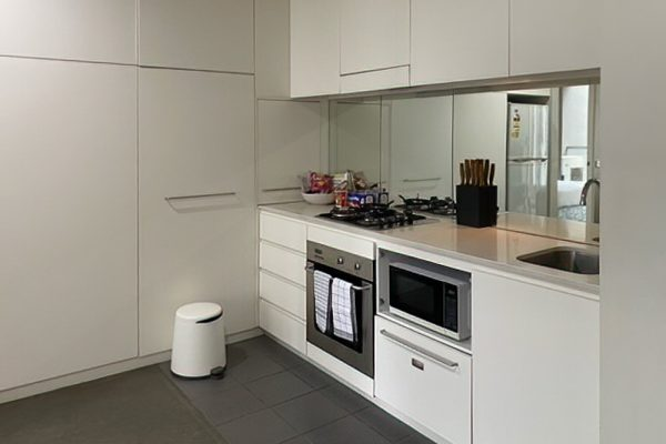 Docklands 2 bedroom apartment - kitchen