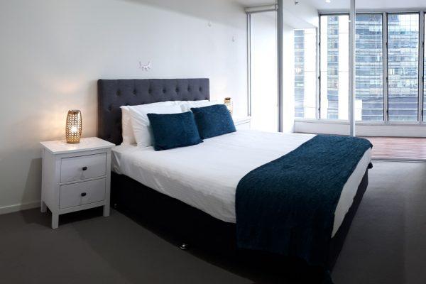 Docklands 2 bedroom apartment - bedroom with view