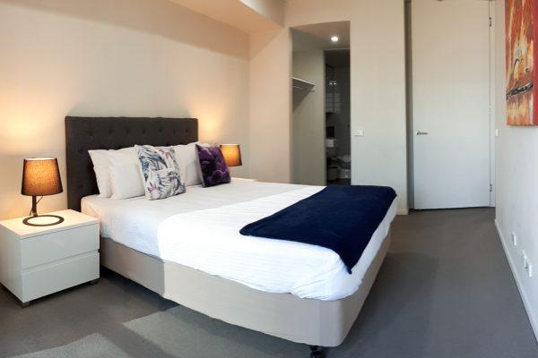 Docklands 2 bedroom apartment - bedroom